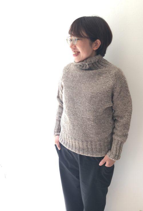 ラグラン袖のタートルネックセーター