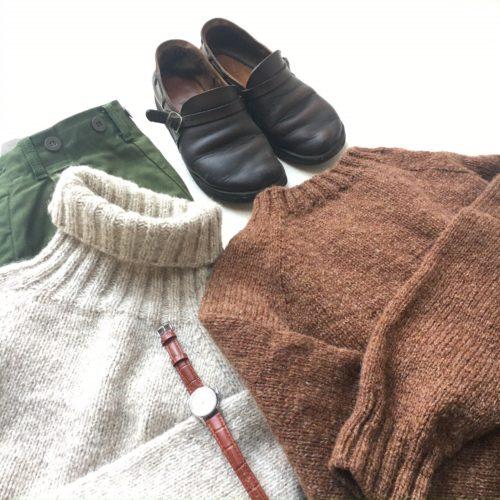 枯れ葉色の働くセーター