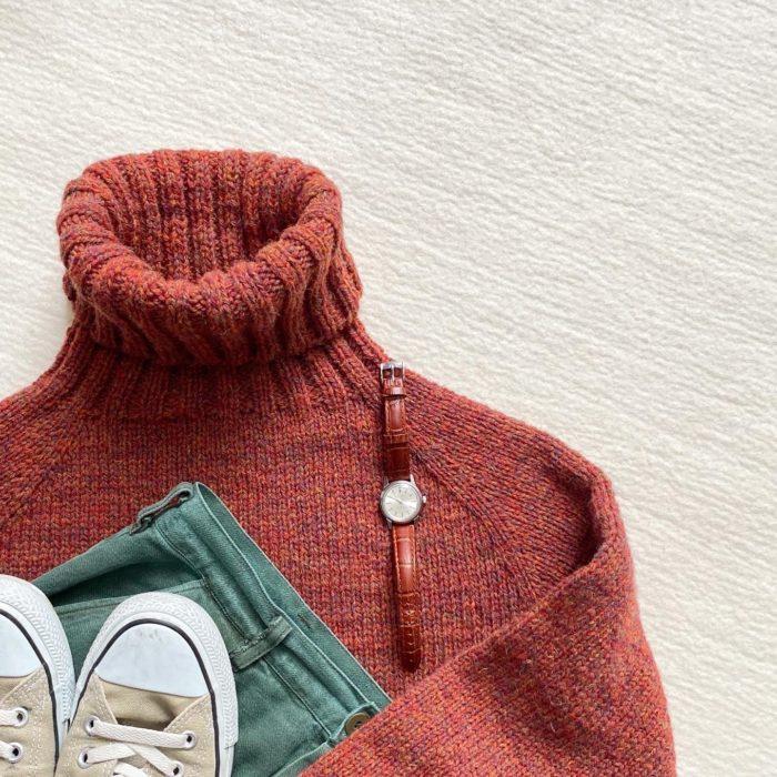パプリカ色のセーターのコーディネート